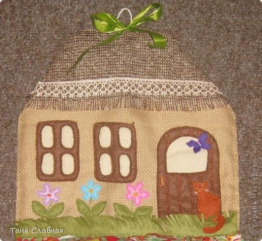 """Пакетницу решила сделать в виде домика,  а нижний """"мешок"""", куда складываются пакеты - выполняет роль горы, на которой домик как будто стоит. фото 3"""