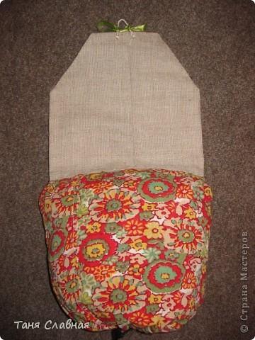 """Пакетницу решила сделать в виде домика,  а нижний """"мешок"""", куда складываются пакеты - выполняет роль горы, на которой домик как будто стоит. фото 4"""