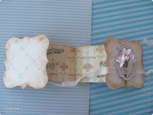 Хотела я сделать шебби открытку. Но что-то не уверена я, что у меня это получилось.  Увидела на каком-то иностранном сайте вот такую форму открыток-раскладушек. До безумия она мне понравилась.  фото 6
