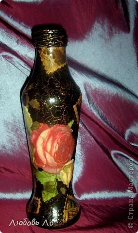 Наконец-то родственники обратили внимание на моё увлечение. Младшая сестра с загадочным видом извлекла из-под прилавка (она хозяйка магазина для садоводов) ...бутылку из-под кетчупа)))и попросила сообразить из неё вазу для одного цветка, потому что  свою вазу днями разбили, случайно уронив. фото 1