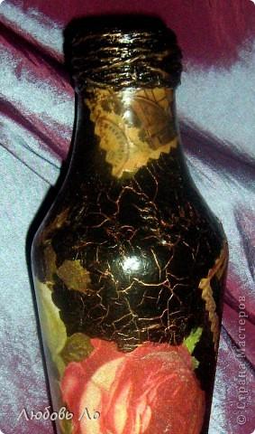 Наконец-то родственники обратили внимание на моё увлечение. Младшая сестра с загадочным видом извлекла из-под прилавка (она хозяйка магазина для садоводов) ...бутылку из-под кетчупа)))и попросила сообразить из неё вазу для одного цветка, потому что  свою вазу днями разбили, случайно уронив. фото 3