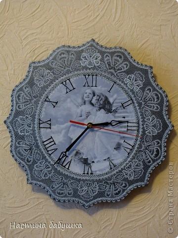 Часики. Салфетка, черный акрил, темное и светлое серебро контур Idea, акриловый лак Poli-R шелковисто-матовый. Ну и конечно заготовка часов и часовой механизм.   фото 1