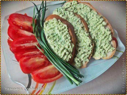 Сегодня на кухне у меня главный гость зеленый лук!!!!! Его так много, что только в салатах не поедается.Решила испечь пирожки с зеленым луком и яйцом! Прошу прощения у бывалых хозяек, но может кому и пригодится. фото 5