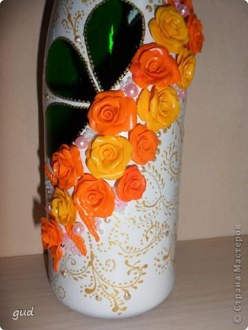 Первая моя бутылка свадебная в такой технике. Раньше практиковалась только на обклеивании косой бейкой свадебных бутылок. Очень красивые работы у мастерицы Юлия свадьба. Идею с сердечками позаимствовала у нее.  фото 19