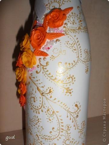 Первая моя бутылка свадебная в такой технике. Раньше практиковалась только на обклеивании косой бейкой свадебных бутылок. Очень красивые работы у мастерицы Юлия свадьба. Идею с сердечками позаимствовала у нее.  фото 20