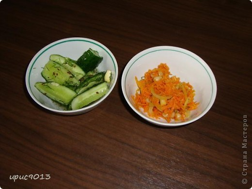 Доброго времени суток всем, кто заглянул ко мне на салатики. Сделала вчера 2 простых, легких и вкусных салатика, и решила поделиться рецептами с моими подружками мастерицами. фото 1