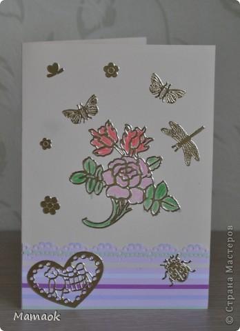 Вот такую открыточку сделала Дашутка в подарок 4-летней девочке. Моя помощь заключалась лишь в подготовке основы открытки и наклеивании продыроколенной полоски, остально делала сама дочурка - и выбирала украшения, и  их расположение ))) фото 1