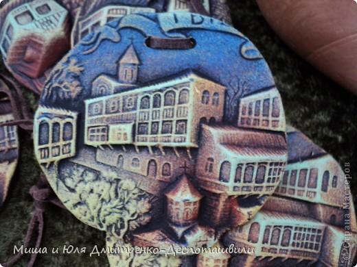 """В предыдущих двух фоторепортажах мы уже рассказывали о фестивале """"Сделано в Грузии"""" в г. Тбилиси, проведенном 26 мая в честь Дня Независимости Грузии. Интересного было много, поэтому продолжаем выкладывать новые фото.  Маленький грузин в кабалахи. Это теплые накидка и шапка, которые не пропускают воду. Именно поэтому их чаще всего одевали в горах.  фото 9"""