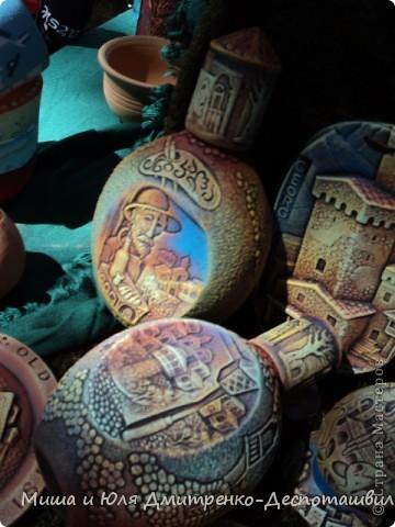 """В предыдущих двух фоторепортажах мы уже рассказывали о фестивале """"Сделано в Грузии"""" в г. Тбилиси, проведенном 26 мая в честь Дня Независимости Грузии. Интересного было много, поэтому продолжаем выкладывать новые фото.  Маленький грузин в кабалахи. Это теплые накидка и шапка, которые не пропускают воду. Именно поэтому их чаще всего одевали в горах.  фото 8"""