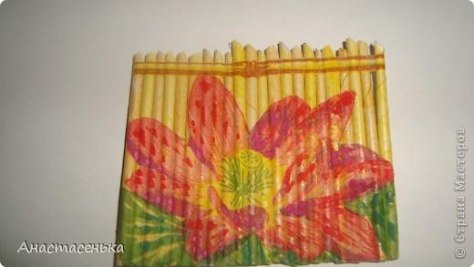 """Вот такая получилась серия """"Цветы у забора"""" =) Заборчик из газетных трубочек, рисунок выполнен в технике декупаж, потом еще я их покрыла лаком.  Ну вот серия и закрыта, остались только надписи =) фото 5"""