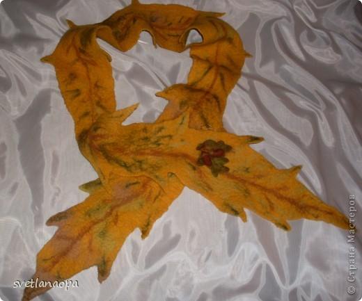 Когда увлеклась валянием не могла остановится, хотелось все попробовать сделать.Накупила много шерсти(до сих пор целая сумка стоит), как плюшкин, теперь слегка остыла.Вот хвастаюсь -шарфики разные. Голубую бабочку можно использовать как браслет на руку, а можно завязать просто на шарф. фото 5