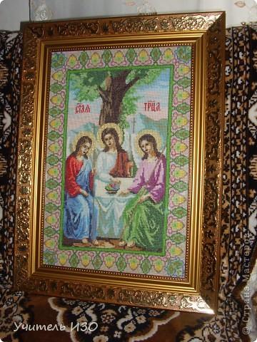Я за вышивкой иконы Святой Троицы фото 7