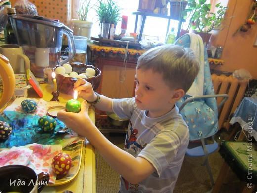 Вот такие пятнистые крашенки получились у моего сыночка:) фото 3