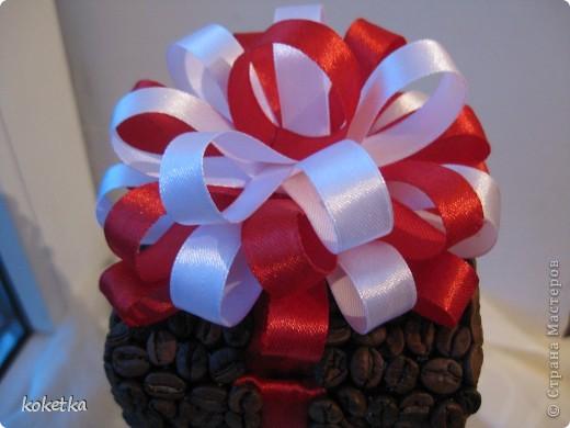 Здравствуйте все жители Страны Мастеров!!! Сегодня я к вам с необычным топиарием в виде подарочка, но я бы сказала, что это три в одном: топиарий, шкатулочка и сюрприз (если в него положить, что-то интересное). фото 5
