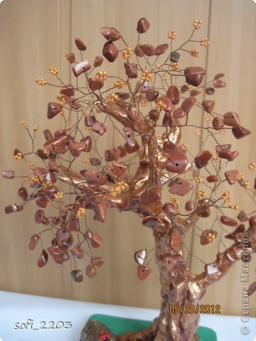 """Еще одно мое дерево из каменной крошки """"авантюрин"""". Этот крошка  очень красивая,  в середине  с блестками, но  на фото не очень видно . фото 3"""
