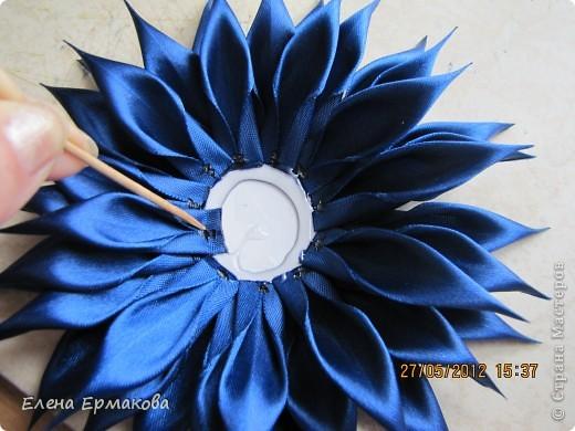 Диаметр 15 см. Изготавливаем из ленты шириной 2,5 см. фото 7