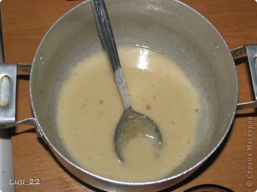 Очень давно мечтала приготовить творожное суфле. И вот, наткнулась на рецепт на просторах интернета и решила таки приготовить Нам понадобиться: 15 - 20 г желатина, 200 г творога, 1/3 стакана сахара, 250 г сметаны, любое песочное печенье, 3 ст. ложки какао, 50 мл молока. фото 3