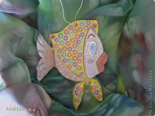 Здравствуйте! Приплыла к нам рыбка из синего моря))) Она очень блестящая и фотографировать ее трудно. Вот здесь без вспышки. фото 1