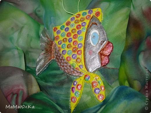Здравствуйте! Приплыла к нам рыбка из синего моря))) Она очень блестящая и фотографировать ее трудно. Вот здесь без вспышки. фото 3