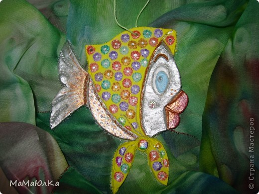 Здравствуйте! Приплыла к нам рыбка из синего моря))) Она очень блестящая и фотографировать ее трудно. Вот здесь без вспышки. фото 2