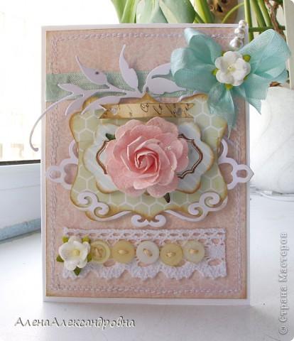 Сегодня у меня сделалось две открытки по одному скетчу, но в разных стилях. Первая - нежная, цветочная...Розу покрыла блестками. фото 2