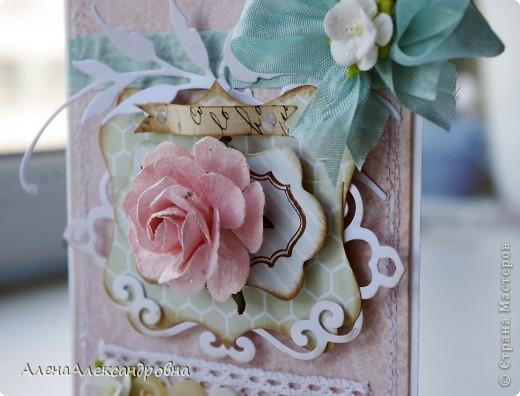 Сегодня у меня сделалось две открытки по одному скетчу, но в разных стилях. Первая - нежная, цветочная...Розу покрыла блестками. фото 3