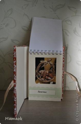 Вот такую кулинарную книгу я сделала для одной замечательной девушки. Пришлось с ней повозиться не один вечер - но результатом я довольна и надеюсь, что будущей обладательнице книга тоже понравится )). Книга уже отправилась в славный город Воронеж! фото 5