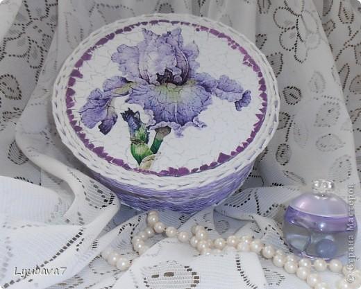 Всем привет!!! В продолжение цветочной темы (http://stranamasterov.ru/node/312886, http://stranamasterov.ru/node/314823), сплела сиреневую шкатулку в подарок.  фото 1