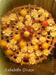 Ко дню рождения садика, моего ребенка я решила сделать, что-то интересное, яркое и для детей. Решила накрутить ромашек и выложить из них название нашего садика ГАРМОНИЯ.