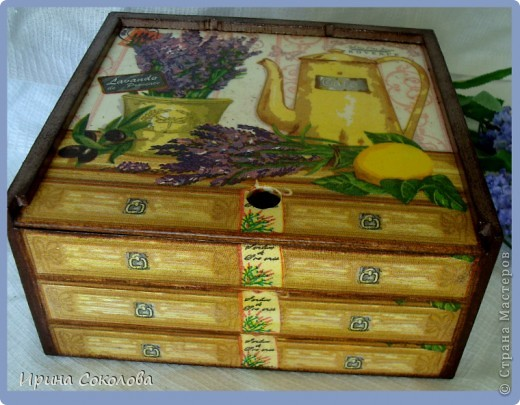 В набор входят: часики из виниловой пластинки, чайный короб и пробковые подставки. фото 4