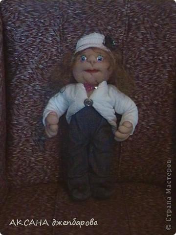 кукла.думаю как же её назвать.незнаю на кого она больше похожа. фото 2