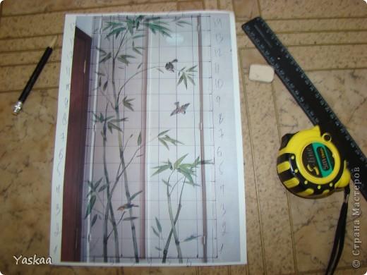 Долго я собиралась силами, затем долго расписывала и наконец расписала стену на кухне. Не судите строго, это мой первый опыт. Есть погрешности, на будущее сделала выводы. Выкладываю фото в процессе. Все началось с выбора картинки. Долго искала изображение бамбука, которое мне бы понравилось и подошло и наткнулась на роспись дверей. Распечатала и разделила на равные квадраты, за это спасибо Подолинная Любовь, которая описала данную (простейшую) технику вот тут http://stranamasterov.ru/node/174957 Соответственно нанесла сетку на стену и вперед фото 1