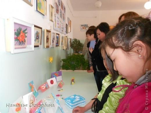Добрый день всем-всем-всем! 1 июня начинаются каникулы. В преддверии Дня Защиты Детей поздравляю с этим прекрасным событием всех детей «Страны Мастеров» и желаю чудесного, солнечного лета!!!  Сегодня  хочется рассказать, какие мероприятия мы провели по завершению учебного года.   По предмету «Технология» мы организовали и провели выставку проектов по шитью и декоративно-прикладному искусству. Например, в 8 классе можно познакомиться с ковровой вышивкой и сделать оригинальную работу. Вот такой жираф выполнен Баярмой, идея композиции автора.   фото 16