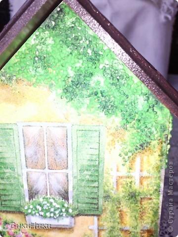 Этих чайных домиков - пруд пруди!!! Но так салфетка хороша! Живьём домик просто прелесть, фотик у меня фиговый, не передаёт яркость и веселость!))) фото 3
