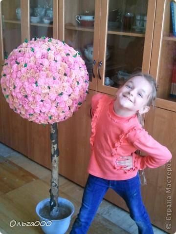 Низ конечно ещё надо дооформить,ну уж очень нетерпелось показать наш малюсенький шарик.Делали его всей старшей школой,с 5 класса по 9 =) основой нам послужил старый ,дырявый глобус(идеальная форма =))) фото 6