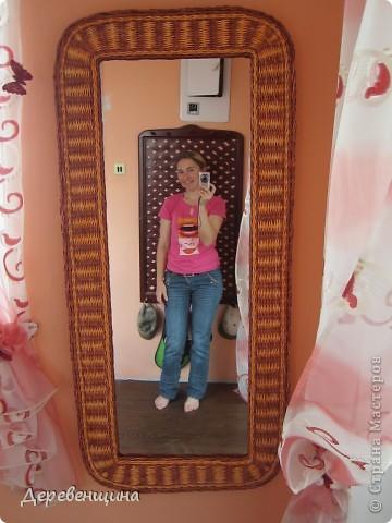 """Здрасти-здрасти! Это я !!! Кто не знает -меня зовут Лена. Я не люблю выканье и обожаю тыканье.  Вот туточки я во всей красе  (ну может не во всей, а чуть-чуть во всей) У меня зеркало, уже второе, но получилось красивое, поэтому и хвастаюсь. Почему не МК? Люблю замысловатые словечки, а модераторы не спят... предупреждают.... а поскольку все МК тщательно перечитываются, то я схитрю и напишу """"поделка-изделие"""", но... парочка фоток по МК вам гарантирована. фото 11"""