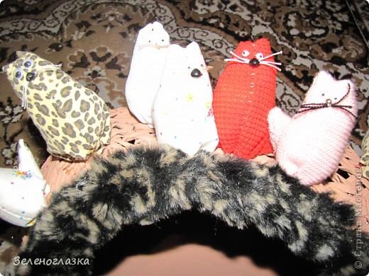 на домик приклеили котят, пошитых из квадрата ткани, эту идею слямзила у Трофимовой Елены фото 2