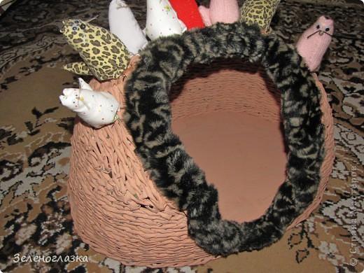 на домик приклеили котят, пошитых из квадрата ткани, эту идею слямзила у Трофимовой Елены фото 3