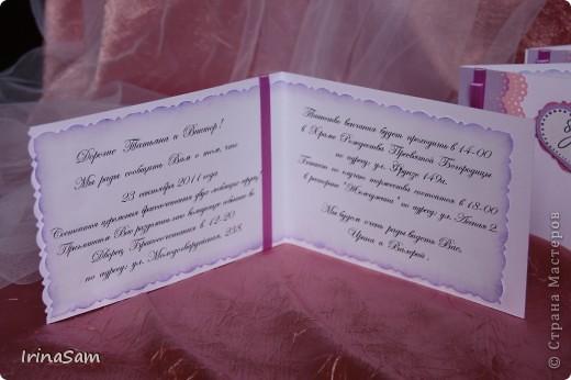 """Мой дебют в изготовлении пригласительных открыток. Невеста захотела, чтобы все аксессуары к ее свадьбе были в одном стиле, в том числе и пригласительные. Теперь я знаю слова скрапбукинг, эмбоссинг:) Муж так и сказал: """"не матерись!""""  фото 5"""