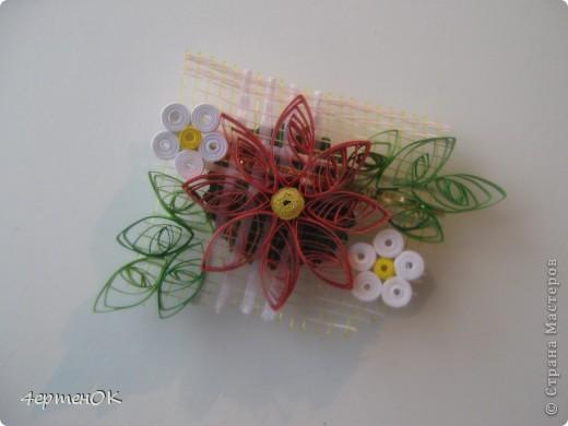 Здравствуйте, дорогие мастерицы!  Очень мне захотелось сделать сувенирчики-магниты в технике квиллинг. Не всё нравилось, что получалось - отрывала, переделывала, и вот что наваяла. Вдохновение черпала из работ vakir  http://stranamasterov.ru/user/97810 и vasiliskamik http://stranamasterov.ru/user/37817.  Специально не повторяла, но вполне могут быть похожие работы. фото 5