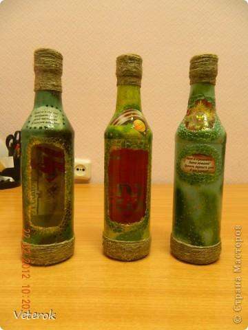 Насмотревшись в интернете про декупаж бутылок очень захотелось сделать что нибудь эдокое. и к 23 февраля мы на работе всем рабочим коллективом натворили эти бутылочки.  фото 5