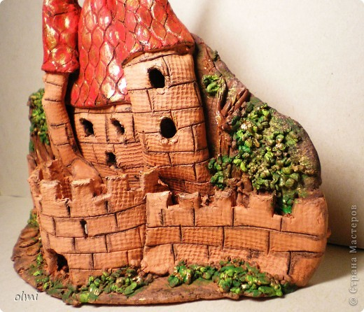 """Это подсвечник-панно из терракотовой глины. Оставила замок в естественном цвете, выделив """"кирпичи"""" разбавленным черным акрилом. фото 7"""