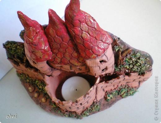 """Это подсвечник-панно из терракотовой глины. Оставила замок в естественном цвете, выделив """"кирпичи"""" разбавленным черным акрилом. фото 8"""