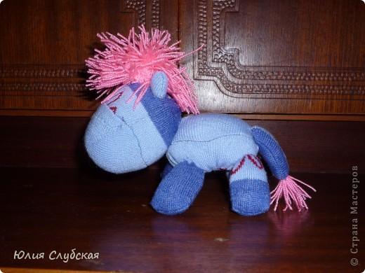 Опять таки лазила на просторах интернета, искала игрушки из носков, а вернее свинку из носков, и случайным образом наткнулась на эту зебру, если так можно сказать. Не совсемь похоже по окраске на зебру, но все-таки, это она. фото 2