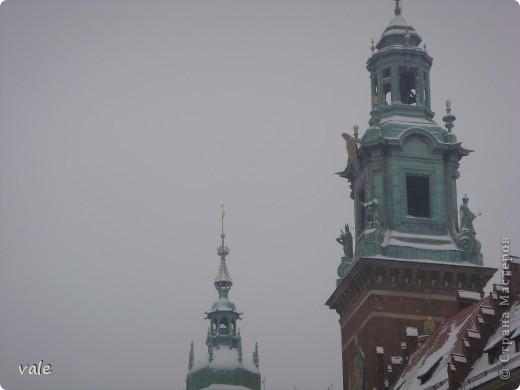 К сожалению, в Европе я была только один раз. Конечно, хотелось бы съездить еще, чтобы посмотреть и другую архитектуру, к примеру южной Европы. В этом репортаже, в основном, средневековая архитектура. Сначала фотографии из Кракова (Польша).  Это замок. фото 2