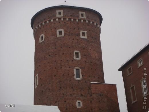К сожалению, в Европе я была только один раз. Конечно, хотелось бы съездить еще, чтобы посмотреть и другую архитектуру, к примеру южной Европы. В этом репортаже, в основном, средневековая архитектура. Сначала фотографии из Кракова (Польша).  Это замок. фото 3