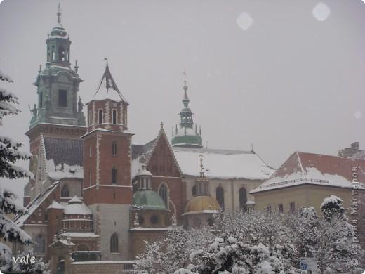К сожалению, в Европе я была только один раз. Конечно, хотелось бы съездить еще, чтобы посмотреть и другую архитектуру, к примеру южной Европы. В этом репортаже, в основном, средневековая архитектура. Сначала фотографии из Кракова (Польша).  Это замок. фото 1