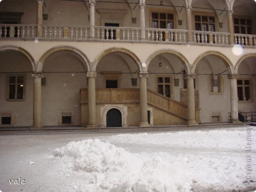 К сожалению, в Европе я была только один раз. Конечно, хотелось бы съездить еще, чтобы посмотреть и другую архитектуру, к примеру южной Европы. В этом репортаже, в основном, средневековая архитектура. Сначала фотографии из Кракова (Польша).  Это замок. фото 4