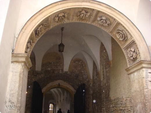 К сожалению, в Европе я была только один раз. Конечно, хотелось бы съездить еще, чтобы посмотреть и другую архитектуру, к примеру южной Европы. В этом репортаже, в основном, средневековая архитектура. Сначала фотографии из Кракова (Польша).  Это замок. фото 5
