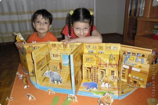 """Вот такую интересную книгу-игрушку приобрела своим детям. """"Чудесная лодка Ноя"""" Им очень понравилось, да и мне признаться, тоже. А ведь что-то подобное можно сделать и своими руками. Может кому из мастериц идея и пригодится.  фото 1"""